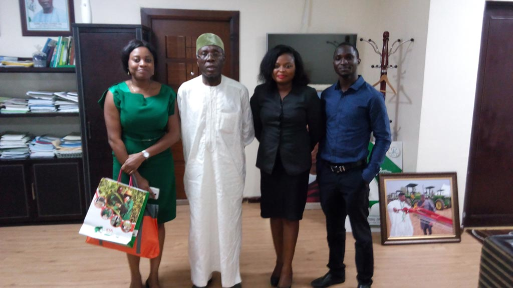 Picture of The Honorable Minister of Agriculture, Chief Audu Ogbeh with the Agripreneurs in Abuja.