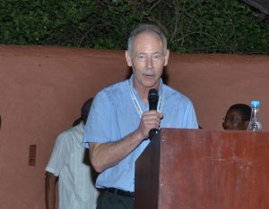 Picture of Dr Jeff Ehlers acknowledging the Achievement Award conferred on him by IITA.