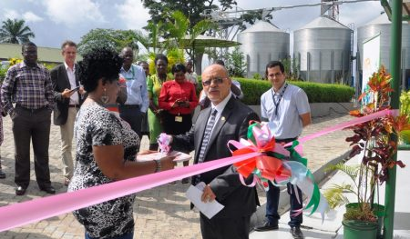 Picture of DDG Kenton Dashiell cuts the ribbon to launch the new AgResults Aflasafe laboratory at the Business Incubation Platform, Ibadan