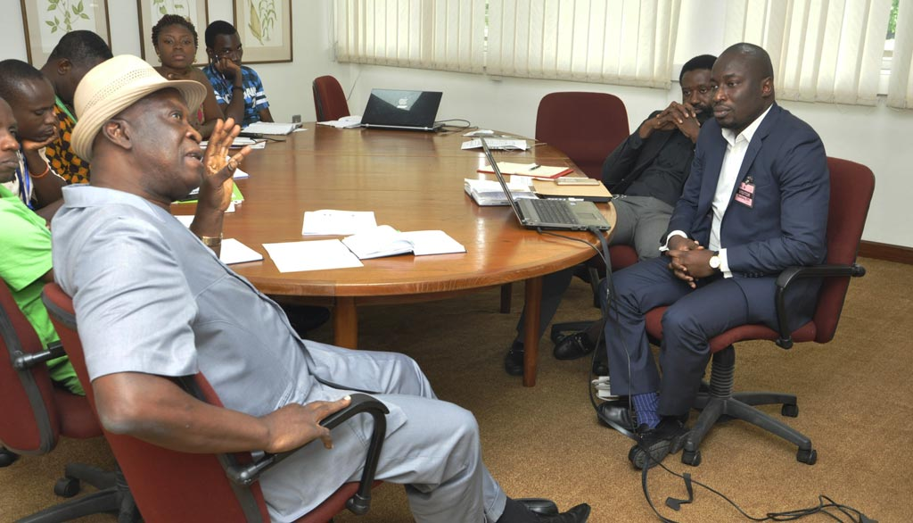 Picture of IITA and JCU discuss possible areas of collaboration.