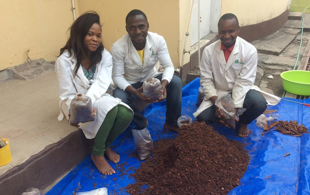 Picture of the Youth Agripreneurs mix a basic mixture of substrates.