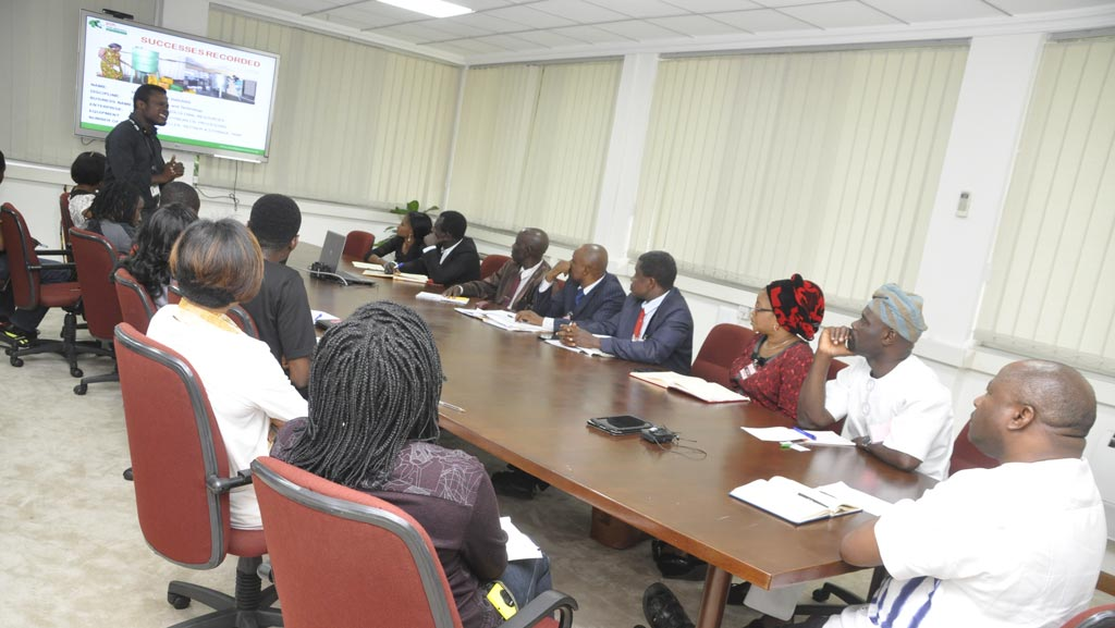 Picture of IITA Youth Agripreneur Dare gives a briefing on IYA activities in Ibadan, Nigeria.