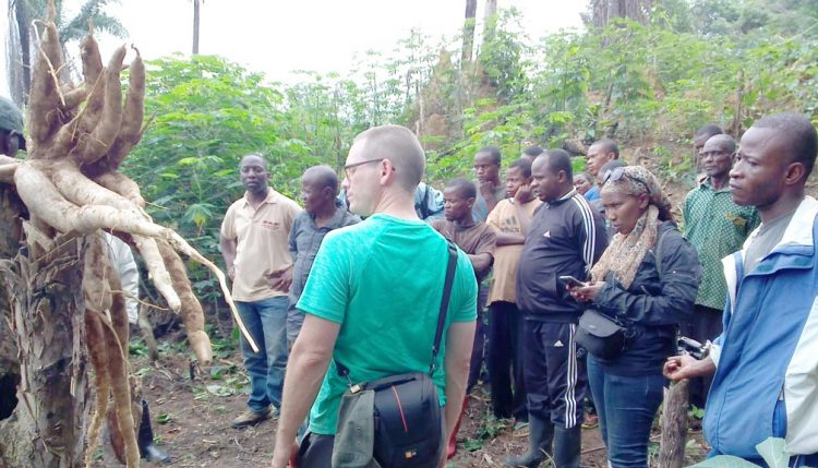 Picture of AWF COO Jeff Crisfield, interacting with members of a local village farmer association managed by IITA