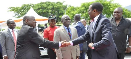 Picture of DG Nteranya Sanginga welcomes AfDB President Akinwumi Adesina at the IITA Abuja Station.