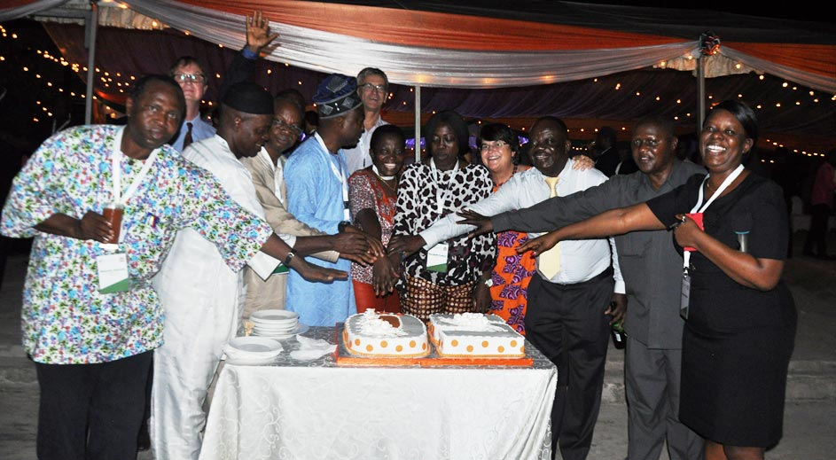 Picture of Happy 50th birthday IITA! – Cutting cake to mark IITA's 50th anniversary.
