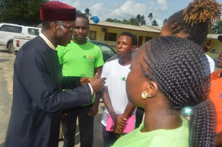 Picture of Chief Ogbeh chatting with the agripreneurs