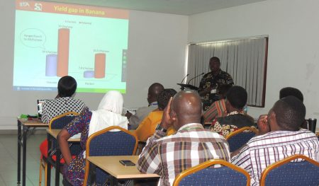 Picture of George Mahuku giving a seminar presentation.