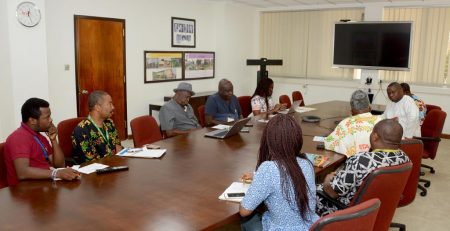 Picture of The Hon. Olatunbosun being briefed on some of IITA's activities.