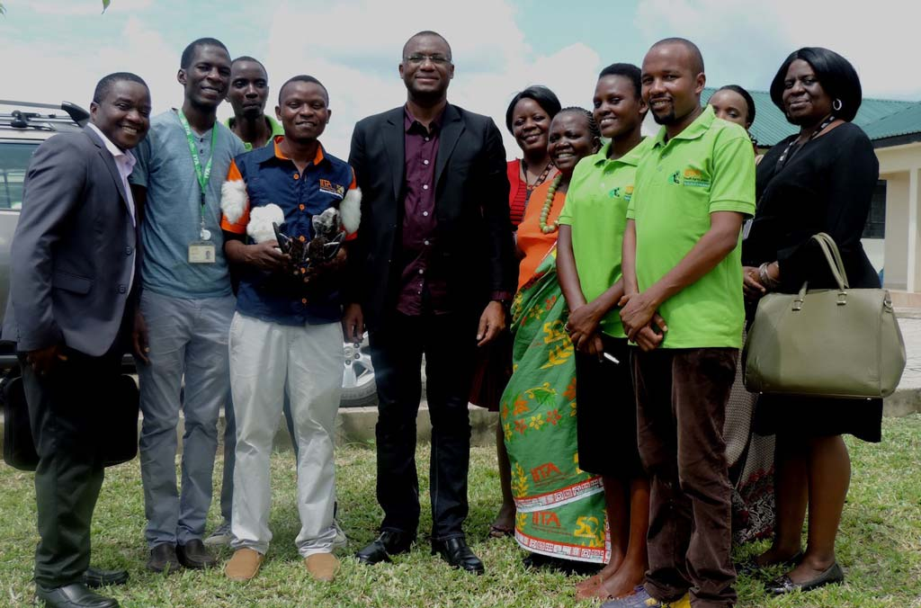 Picture of Côte d'Ivoire Youth minister (center) in a group photo with some of the IITA Tanzania Youth Agripreneurs and IITA staff.