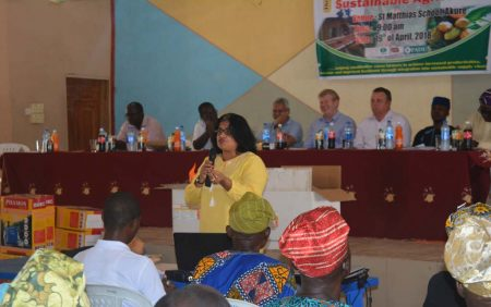 Picture of Ranjana Bhattacharjee addressing farmers and other stakeholders