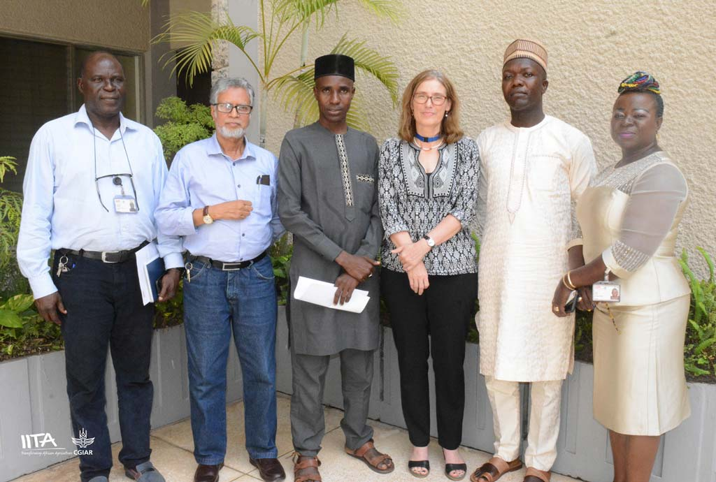 Picture of Ministry of Foreign Affairs representative with IITA team