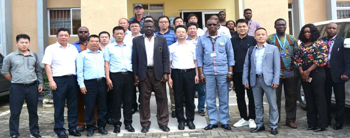 Group photo of Chinese visitors with IITA staff