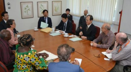 Picture of Roundtable discussion with Japanese Ambassador and key IITA Staff