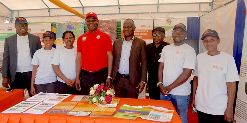 IITA staff with the Minister of Agriculture, Hon. Japhet Hasunga and the Permanent Secretary Minister of Agriculture, Mr Gerald Kusaya.