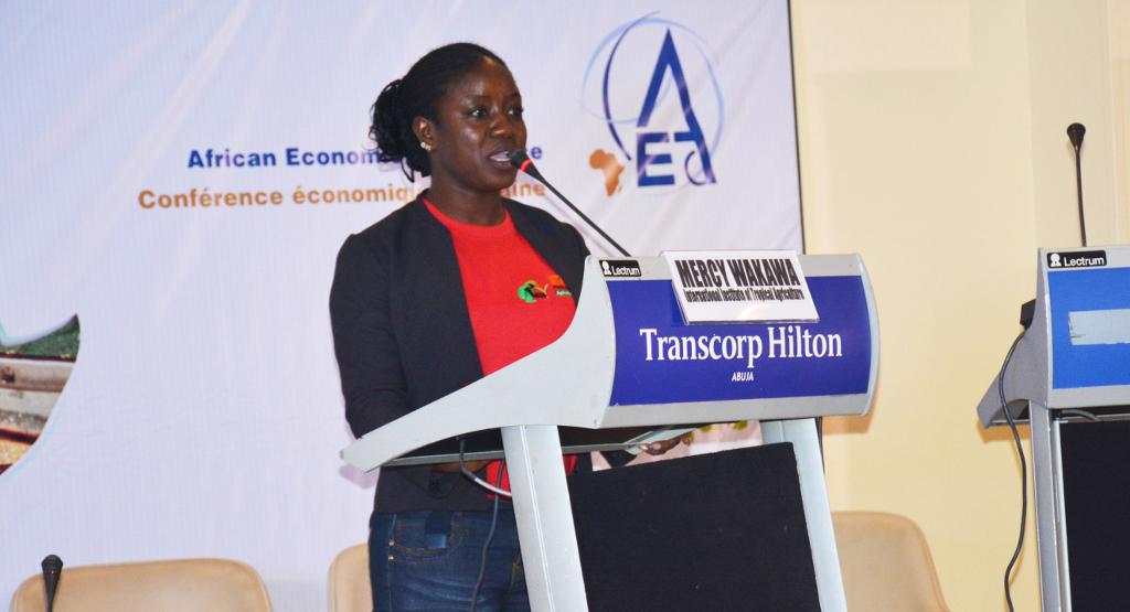 Picture of Mercy Wakawa sharing her testimony.
